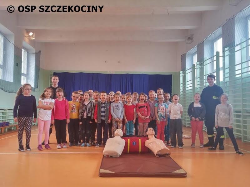 Ćwiczenia z zakresu pierwszej pomocy w SP1 w Szczekocinach
