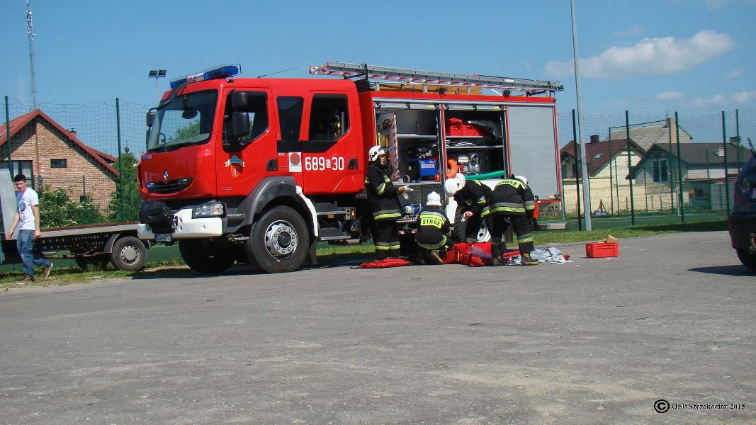 Pokaz ratownictwa technicznego z okazji Dnia Dziecka w Szkole Podstawowej nr1 i Gimnazjum w Szczekocinach