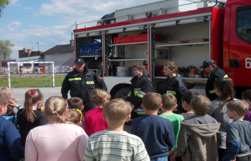 Pokaz strażacki w Społecznej Szkole Podstawowej w Szczekocinach
