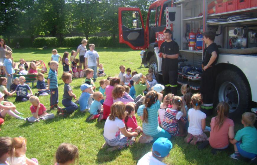 Pokaz strażacki w przedszkolu w Szczekocinach