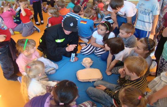 Pokaz strażacki w Szkole Podstawowej nr1 w Szczekocinach