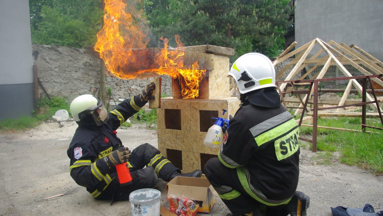 Warsztaty z gaszenia pożarów wewnętrznych.